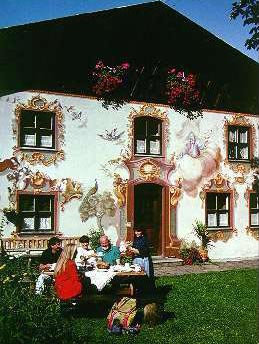 The Klepperhaus in Oberammergau with its marvellous paintings